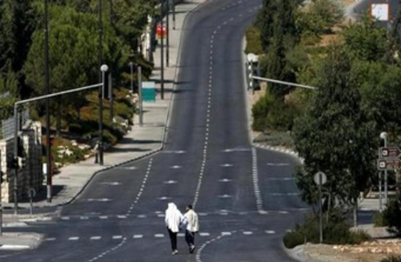 empty street on yom kippur 370 (photo credit: REUTERS)