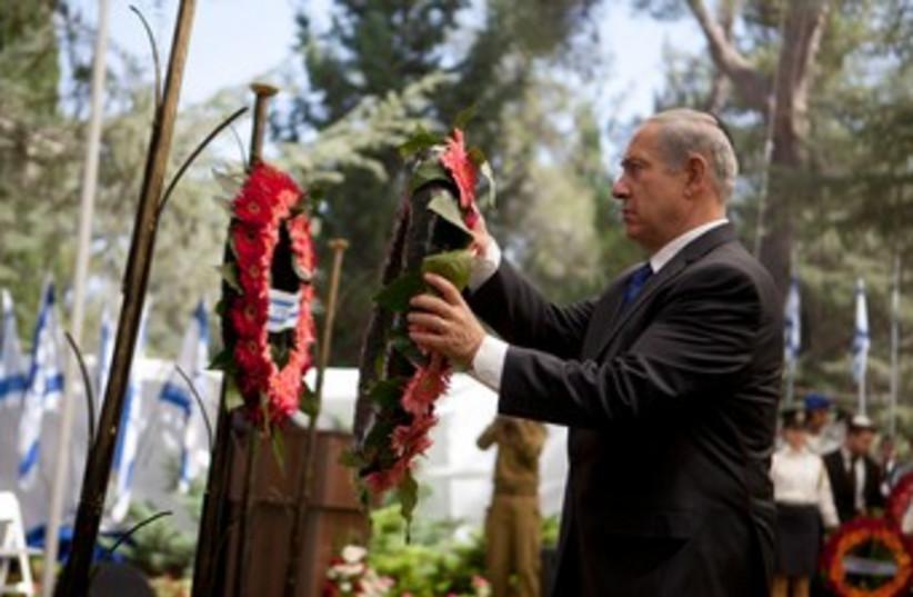 bibi lays wreath yom kippur war ceremony 150 (photo credit: Courtesy GPO)