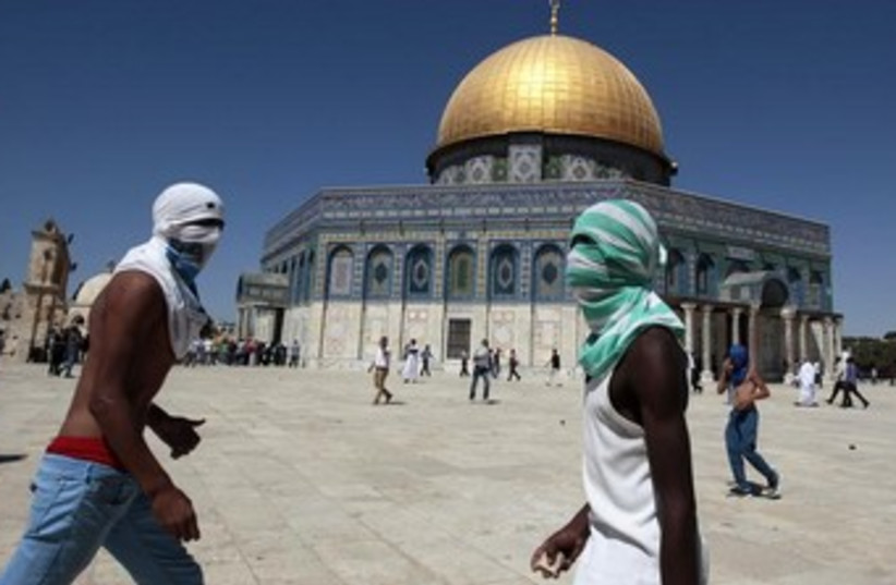 palestinians throw rocks temple mount 370 (photo credit: REUTERS)