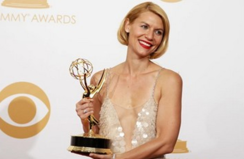 Claire Danes 'Homeland' poses backstage at Emmy Awards (photo credit: REUTERS/Lucy Nicholson)