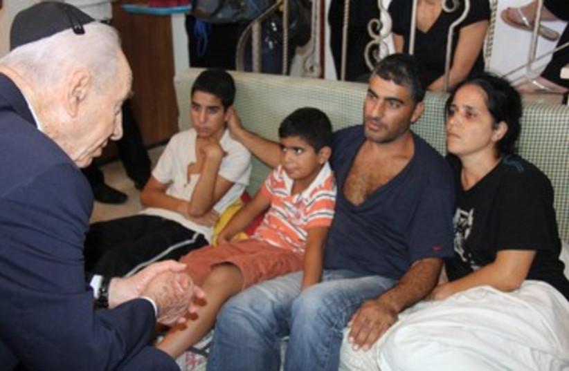Shimon Peres with killed soldier Gavriel Kobi's family 370 (photo credit: Yosef Avi Yair Engel/President's Residence)