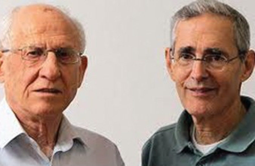 PROF. AHARON RAZIN (left) and Prof. Howard (Chaim) Cedar370 (photo credit: Hebrew University)