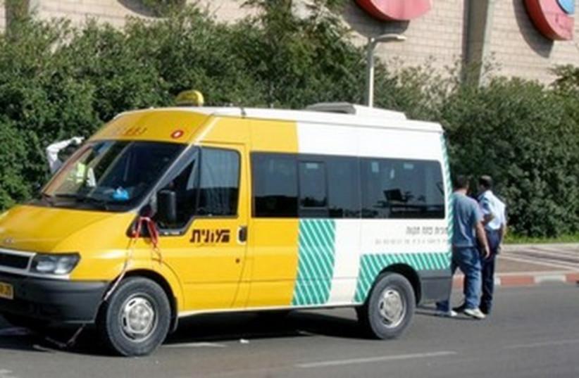 Minibus monit sherut 370 (R) (photo credit: REUTERS)