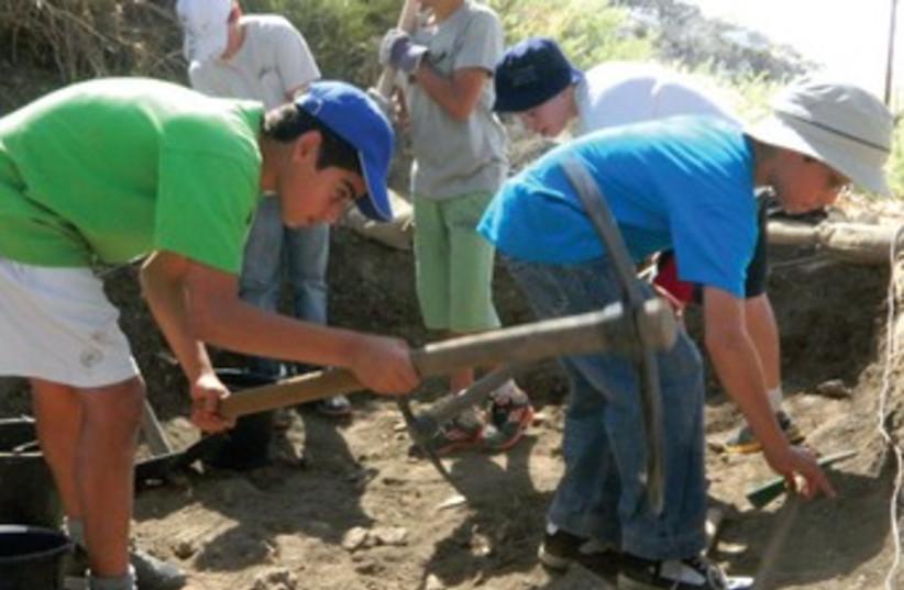 kids doing archeology 370 (photo credit: Henry Rome)