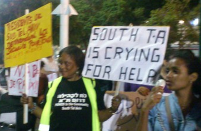 Pro-African migrants rally in south TA 370 (photo credit: Ben Hartman)
