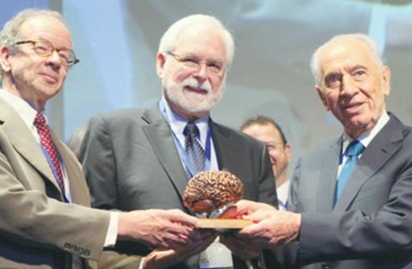 Peres presents BRAIN prize to winners 370 (photo credit: Chen Galili )