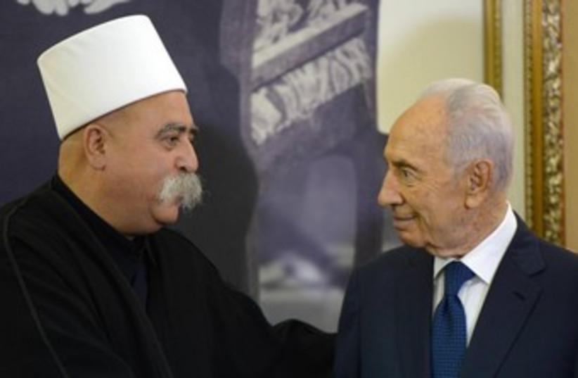 Peres meets Druze Golan community (photo credit: GPO)