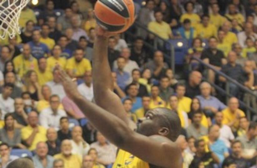 Maccabi Tel Aviv's Sofoklis Schortsanitis 370 (photo credit: Adi Avishai)