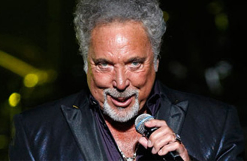 Tom Jones live 2012 370 (photo credit: Reuters)