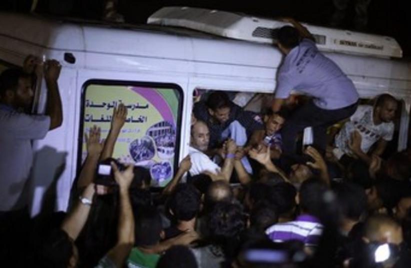Palestinian prisoner release Erez crossing 370 (photo credit: REUTERS)