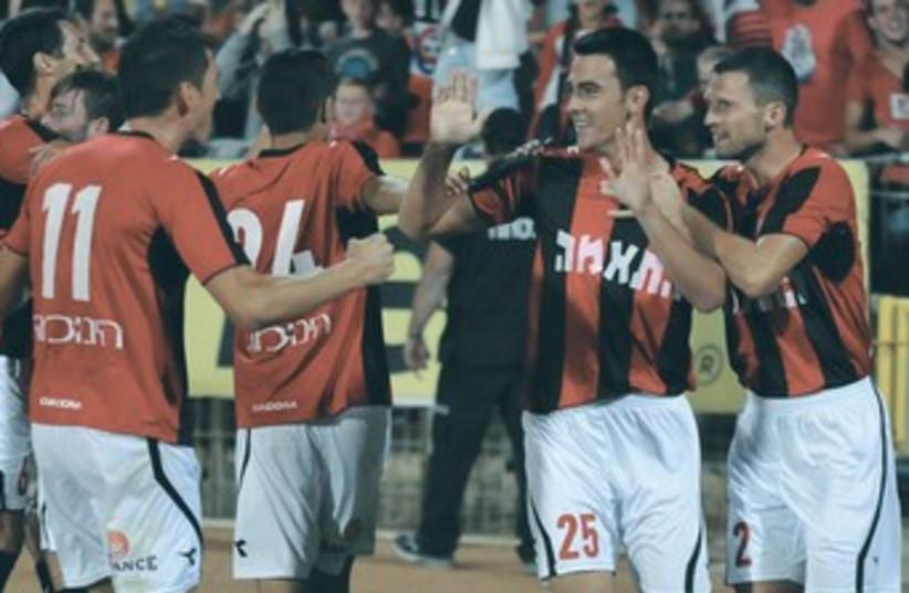 Hapoel Haifa players celebrate victory over Maccabi 370 (photo credit: Uzi Gal)
