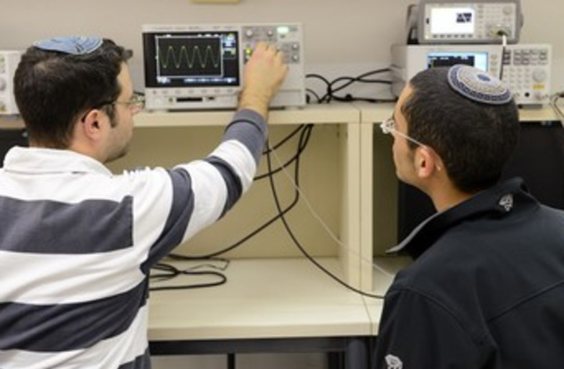 technion students working on computer thing 370 (photo credit: Courtesy JCT)