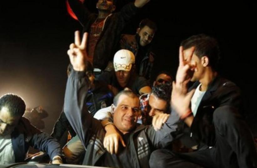 Palestinians prisoner released October 30, 2013 390 (photo credit: REUTERS)