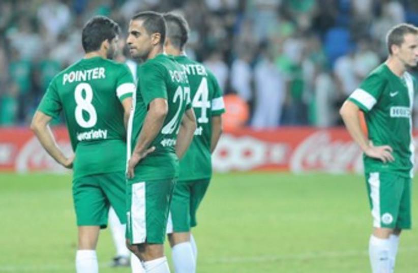 Hapoel Haifa players celebrate victory over Maccabi 370 (photo credit: Asaf Kliger)