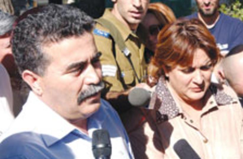 amir peretz 2 88 224 (photo credit: Ariel Jerozolimski)