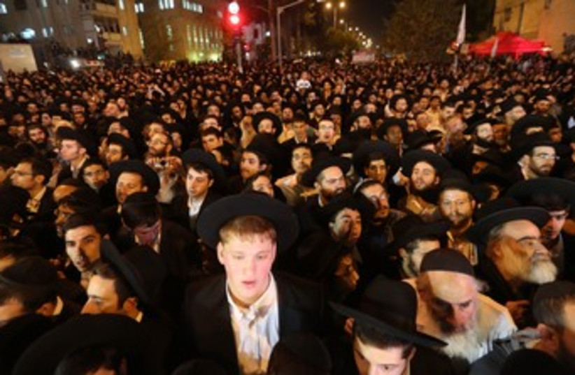 thousands of haredim at yosef memorial 370 (photo credit: Marc Israel Sellem/The Jerusalem Post)