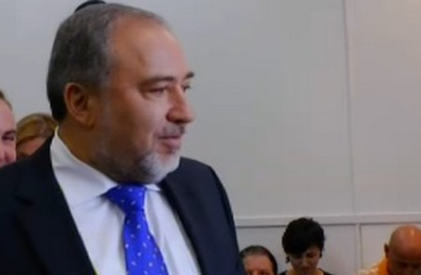 Liberman arrives at court for verdict 370 (photo credit: Screenshot Channel 10)