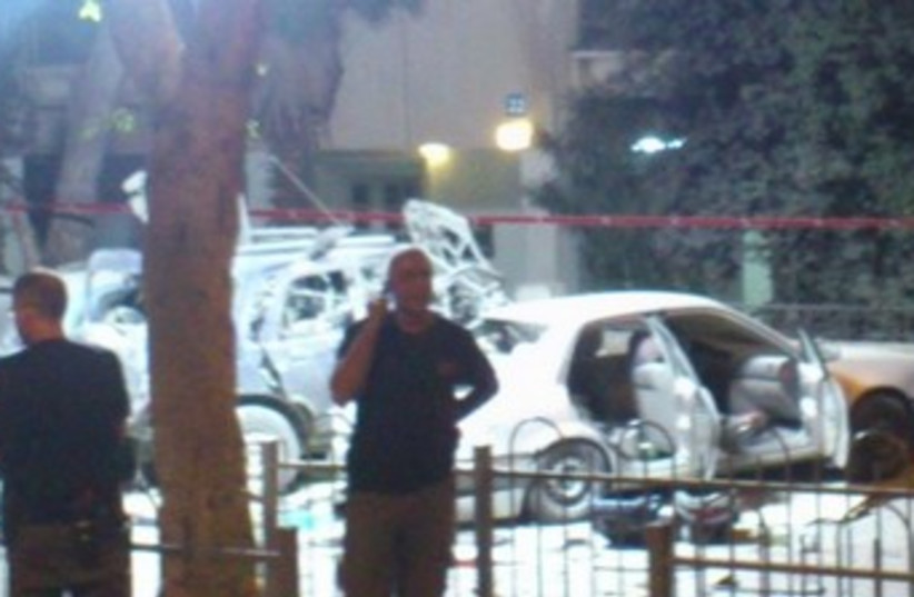 Scene of car explosion, Tel Aviv, November 7, 2013 370 (photo credit: Ben Hartman)