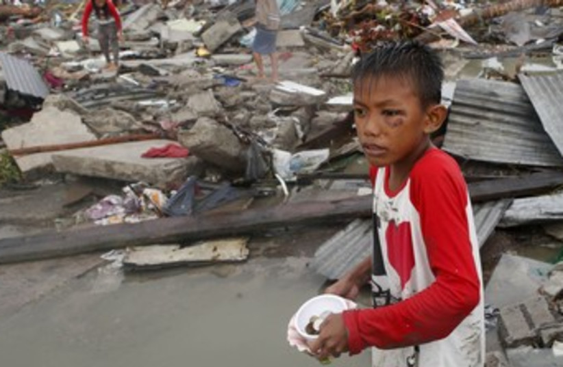 Philippines typhoon 370 (photo credit: REUTERS)