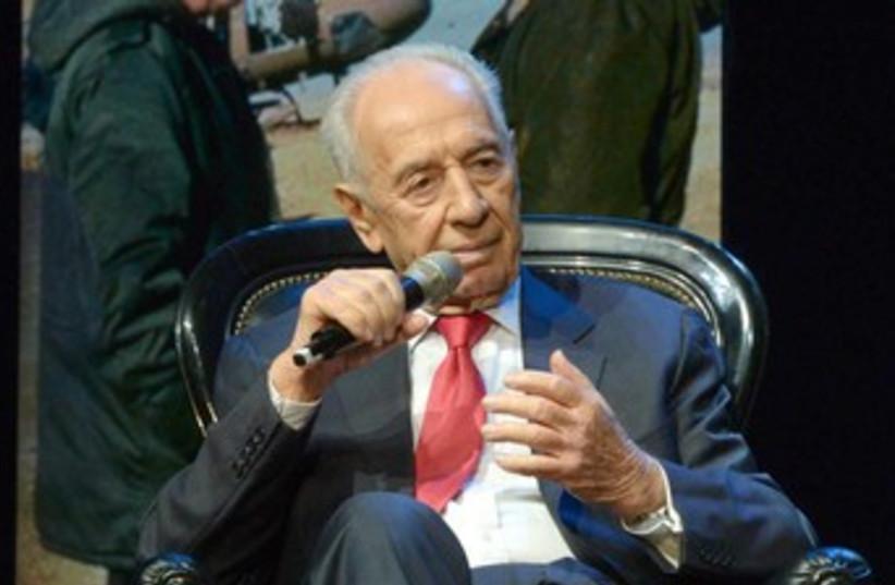 Peres at 2013 GA 370 (photo credit: Mark Neiman/GPO)