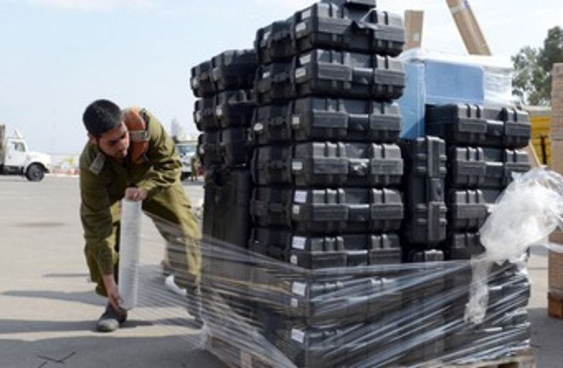 Soldier preparing supplies for the Philippines 370 (photo credit: Courtesy IDF)