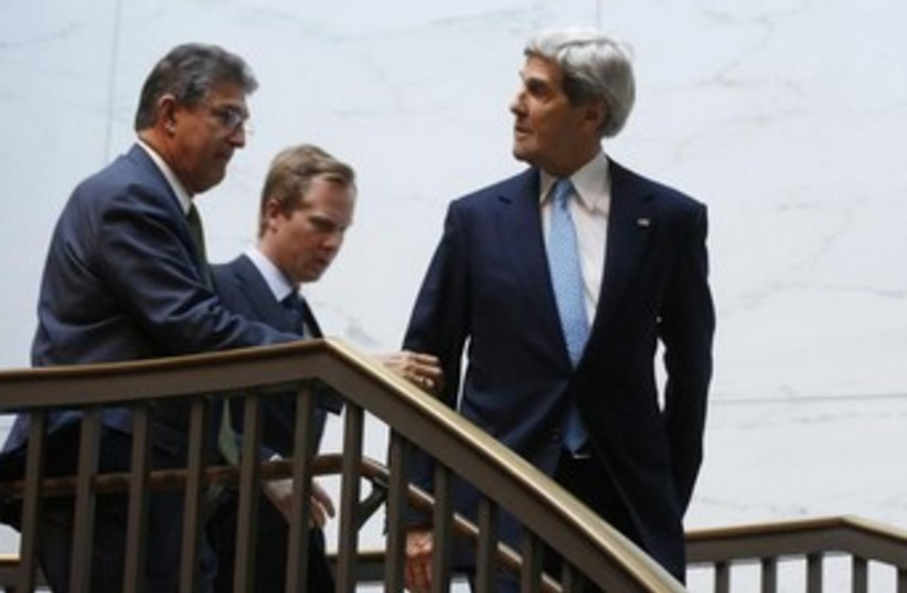 Kerry and Senator Joe Manchin 370 (photo credit: REUTERS)