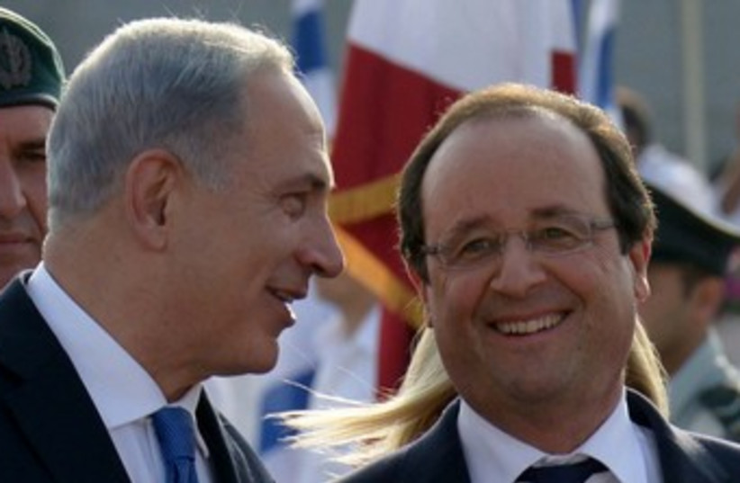 Netanyahu and Hollande at the airport 370 (photo credit: Avi Ohayon/GPO)