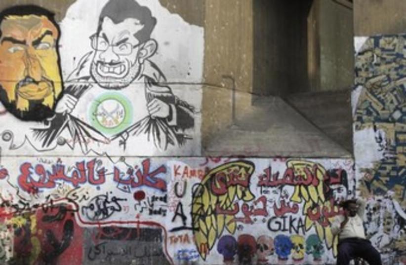 Anti-Morsi graffiti 370 (photo credit: REUTERS/Amr Abdallah Dalsh)
