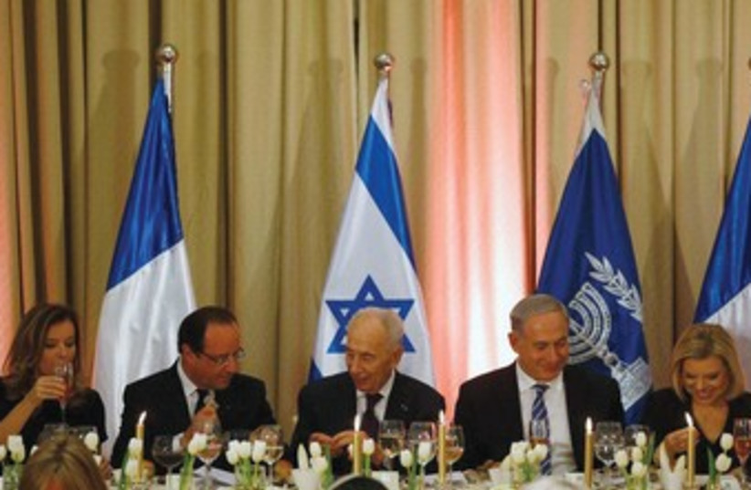 Hollande, Peres and Netanyahu 370 (photo credit: Reuters)