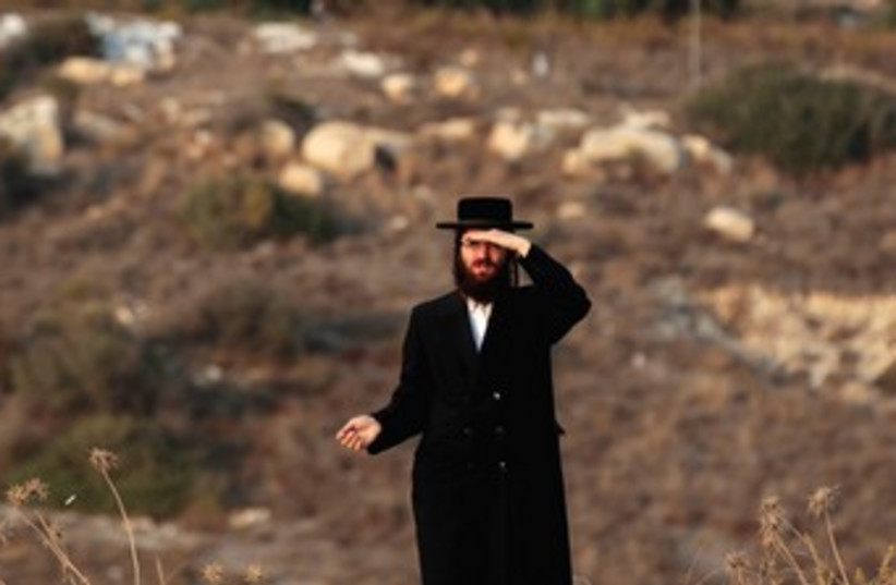 A haredi man stands on a hilltop in Beit Shemesh 370 (photo credit: REUTERS)