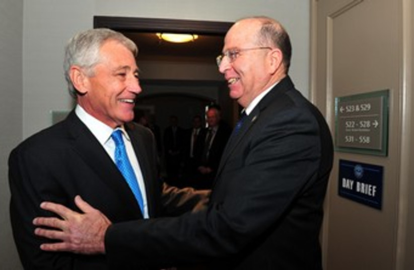 Hagel and Ya'alon in Canada 370 (photo credit: Ariel Hermoni, Defense Ministry)
