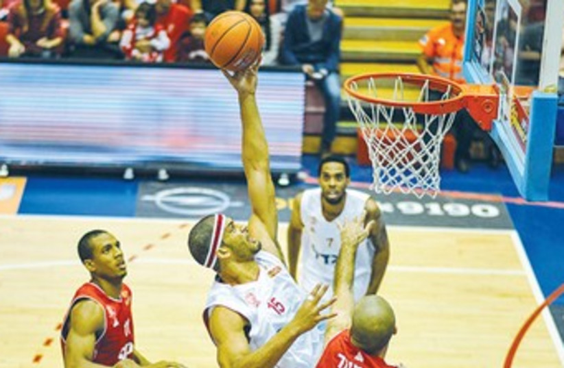 Hapoel Jerusalem forward Josh Duncan 370 (photo credit: Asaf Kliger)