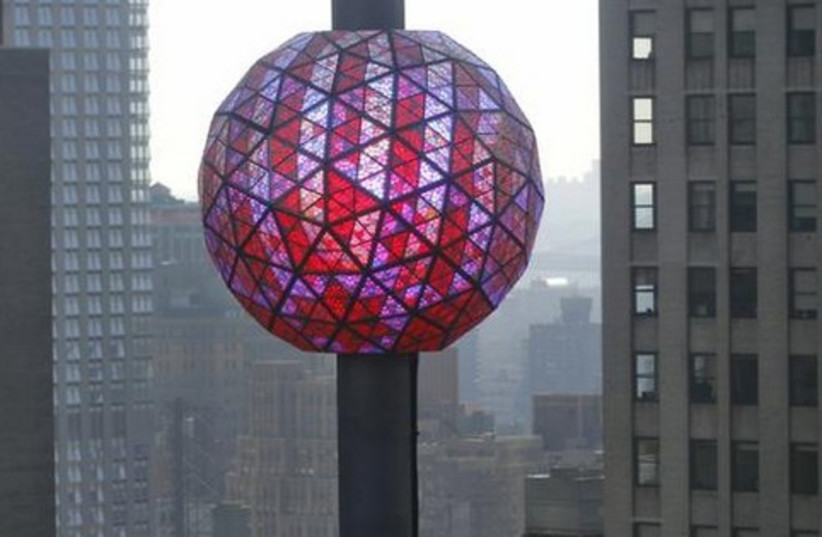 New Year's ball New York 521 (photo credit: REUTERS)