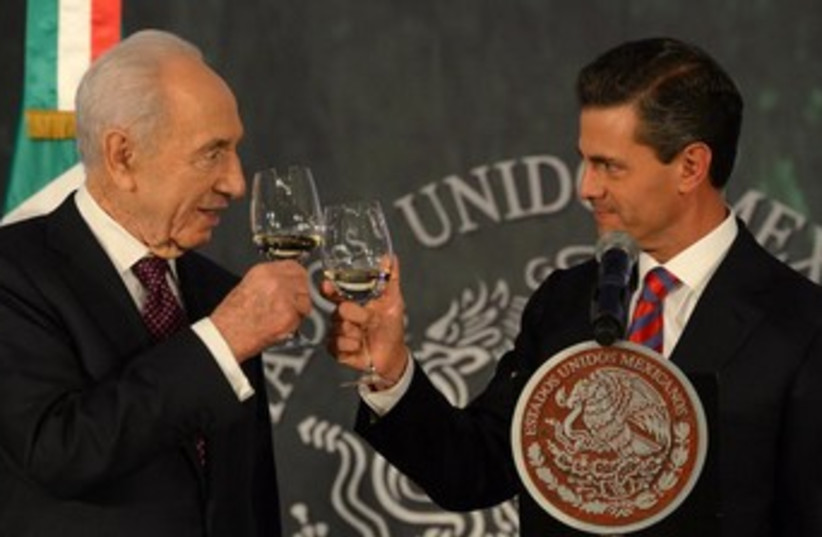 Peres in Mexico (photo credit: Courtesy)