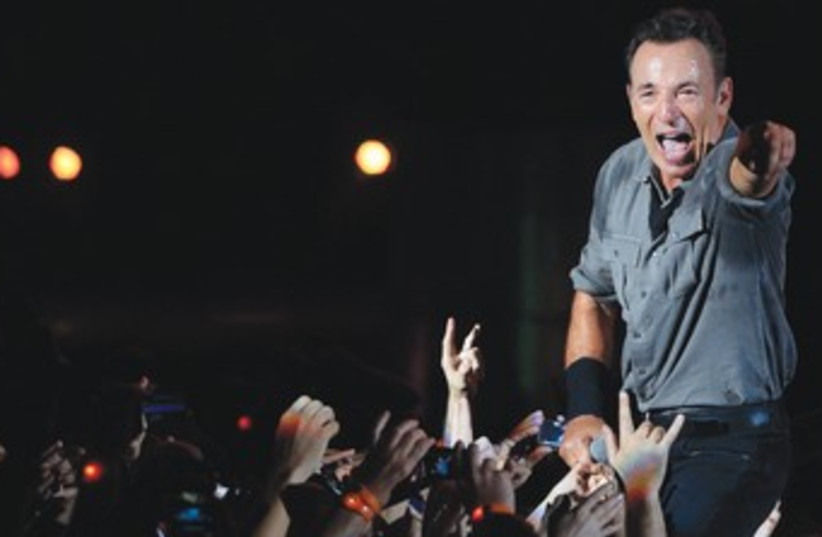 Bruce Springsteen performs in Rio de Janeiro 370 (photo credit: REUTERS)