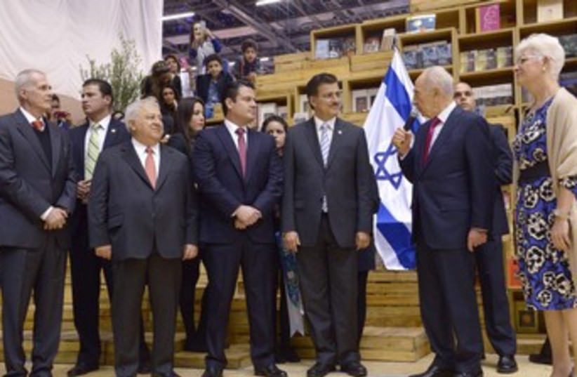 Peres in Mexico 370 (photo credit: Courtesy, Office of the President)
