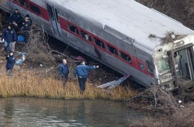 Train derailment new york 370 (photo credit: REUTERS)