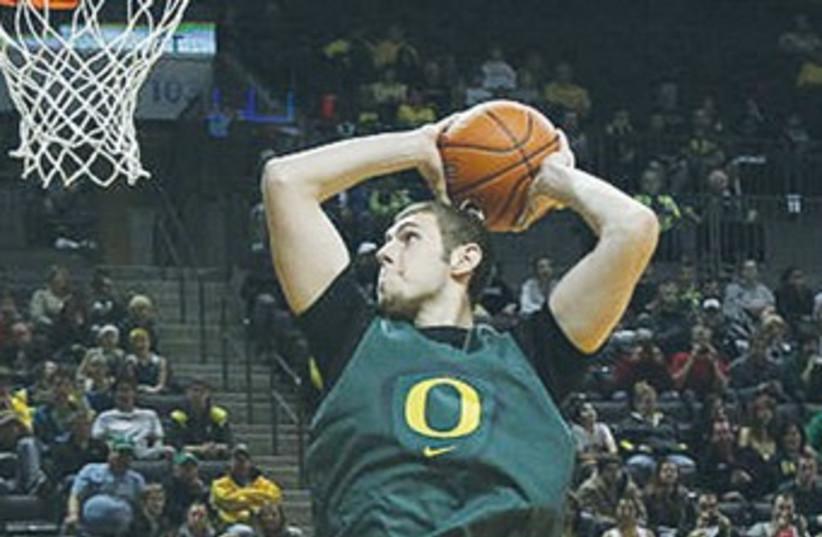 Ben Carter 370 (photo credit: Eric Evans/University of Oregon website)