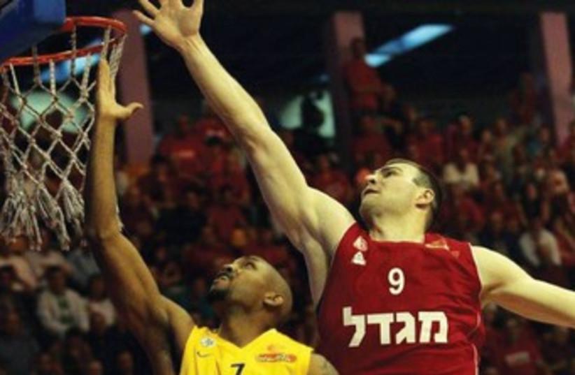 Hapoal Jerusalem in action 370 (photo credit: Oded Karni/BSL)