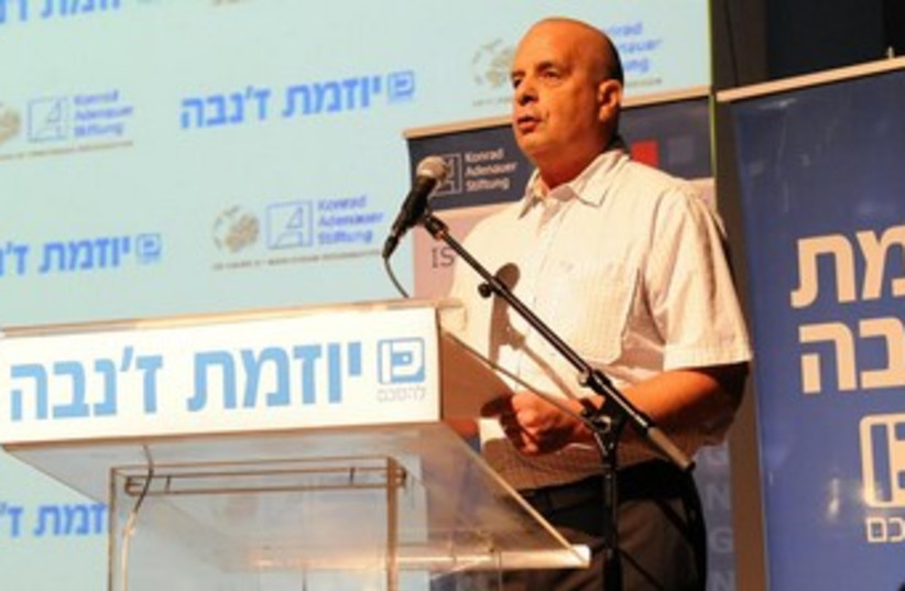 Yuval Diskin speaking on Geneva Initiative 370 (photo credit: Shalom Anasi)
