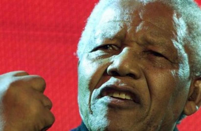 Nelson Mandela speaks to crowd in London  370 (photo credit: REUTERS)