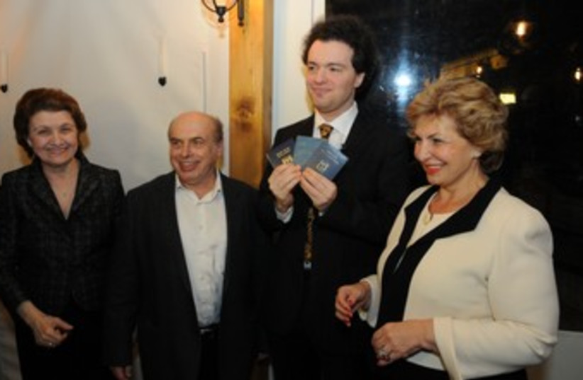 Pianist Evgeny Kissin gets Israeli citizenship (photo credit: Lior Daskal/Courtesy The Jewish Agency for Israel)
