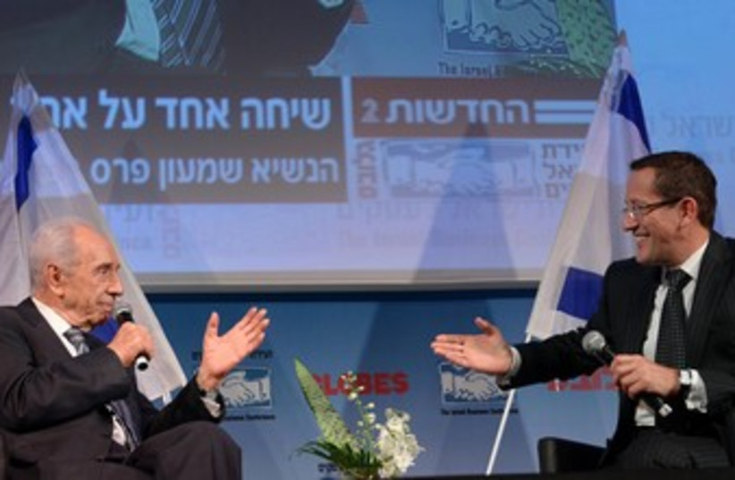 Peres and Richard Quest 370 (photo credit: Mark Neiman/GPO)