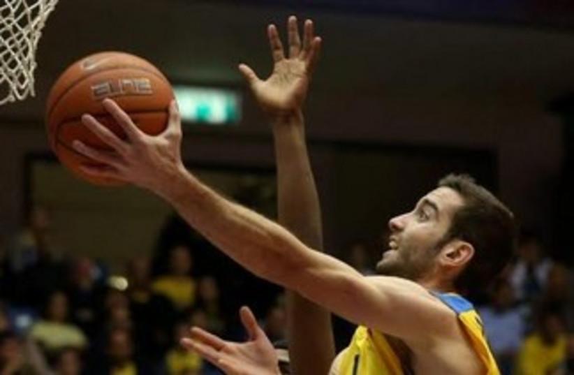Maccabi Tel Aviv's Yogev Ohayon 370 (photo credit: Adi Avishai)