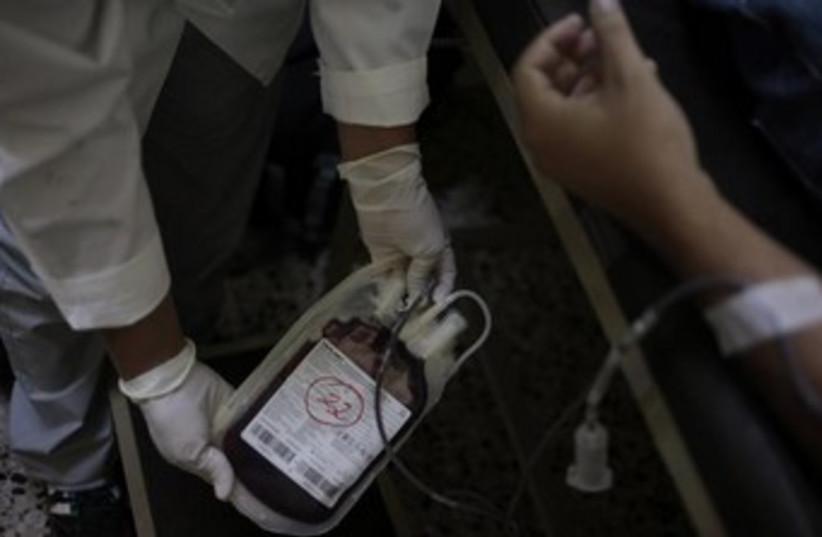 Blood drive 370 (photo credit: REUTERS)
