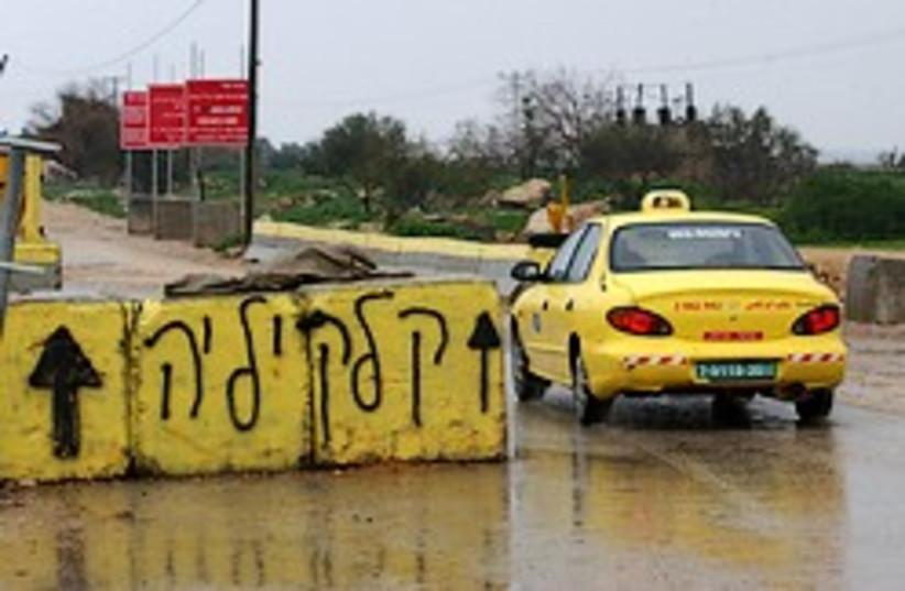 palestinian car west bank checkpoint aj (photo credit: Ariel Jerozolimski)