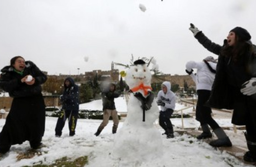Snowball fight in Jerusalem 370 (photo credit: Marc Israel Sellem/The Jerusalem Post)