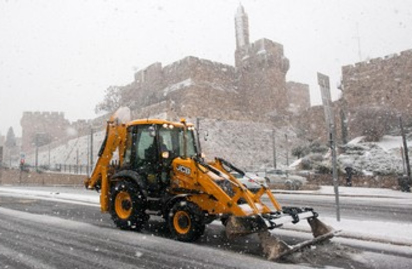 Snow plow in Jerusalem 370 (photo credit: Marc Israel Sellem/The Jerusalem Post)