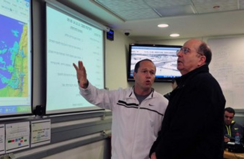 Yaalon looking at storm map 370 (photo credit: Ariel Hermony/Defense Ministry)