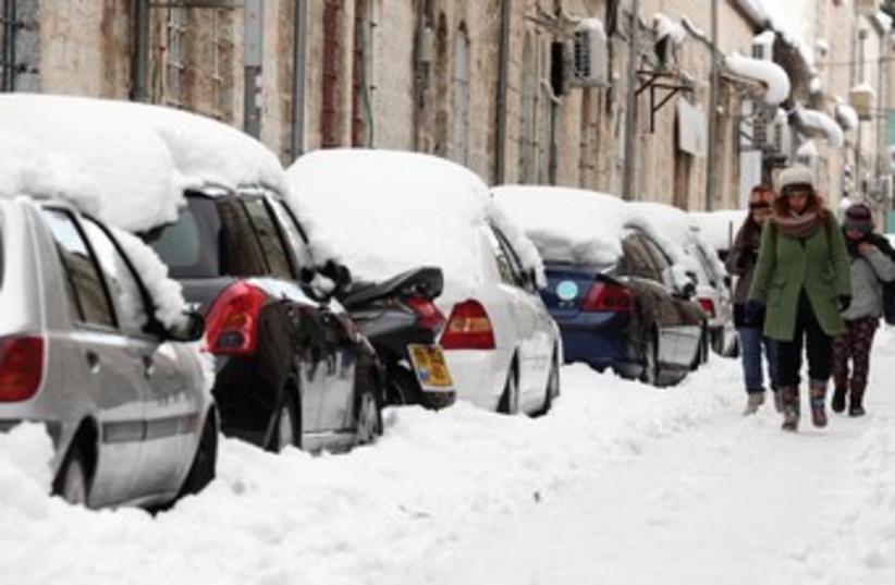 Snowy abandoned cars in Jerusalem 370 (photo credit: Marc Israel Sellem/The Jerusalem Post)